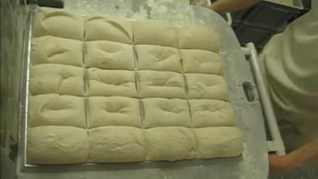 曼哈顿一家百年面包店,面团发面速度惊人,整个过程太神奇了