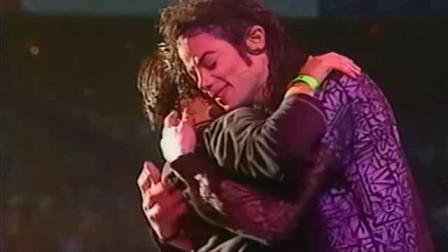 迈克尔杰克逊好听到心碎的一首歌!歌迷上台拥抱后依依不舍