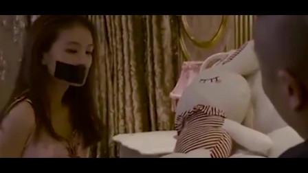 美女被绑架,绑匪:你坐好,我只是想要点钱,你这样我容易犯罪