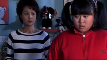 胖女孩宣布进行魔鬼式减肥训练,开始主动转呼拉圈,父母都看懵了