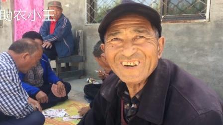 农村大爷身患重病,一直在吃药,生活不容易,但是很坚强