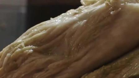 """《舌尖上的中国》,因美食相聚于此,少不了""""东北的杀猪菜""""!南方人:第一次见!"""