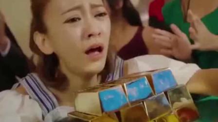 小美女竟带着大把金条去赌场一心求输,不成想运气太好赢太多,被气哭了