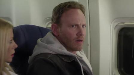 小伙坐飞机看到窗外有鲨鱼,却没人信,谁知下一秒全遭殃了!