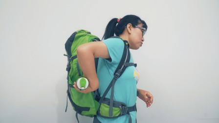 夏天旅途中怎么喝水?双肩包上都有这个小机关,不用就太浪费了