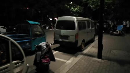 济宁柳行广场的夜生活真丰富,跳舞、唱歌、摆地摊应有尽有!
