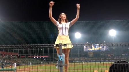 棒球小姐姐舞台上展现妖娆身姿,身材高挑性感!