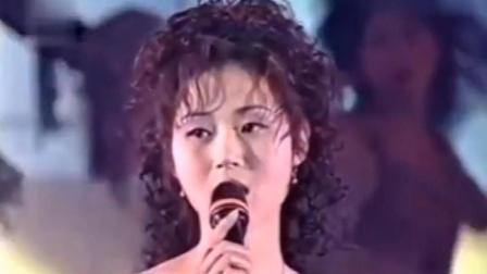 万绮雯、尹天照、陈启泰合唱《我和僵尸有个约会》主题曲
