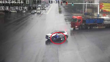 警醒!女子骑电车被撞飞 受伤还要负全责