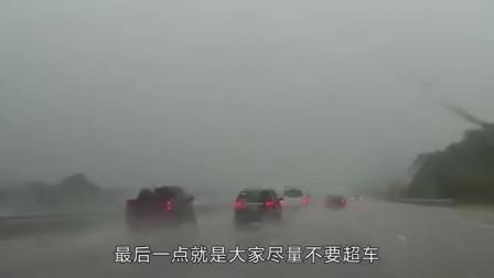 开车突然下大暴雨怎么办?老司机:记住这几点,关键时刻能保命