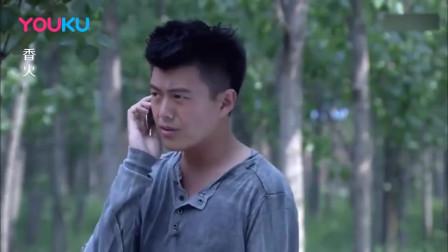 警察在和卧底通电话,察觉后面有人,立马变身影帝假装接骚扰电话