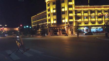 香格里拉的晚上,人流量太少了,像个安静的小镇