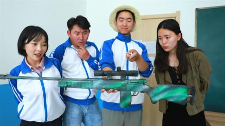 学生做绝地求生装备,换来了老师的一顿火锅,人才啊