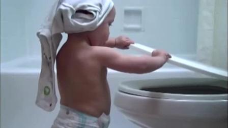 小宝宝去上厕所,一打开马桶盖,接下来宝宝的世界观崩塌了