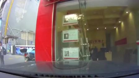 男子5次咆哮提醒刹车 女子驾车径直撞上店铺玻璃门