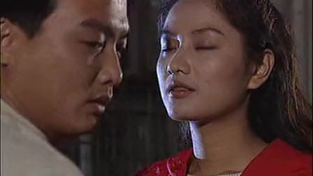 红绒花:美女和男友蹦迪,献吻男友却遭到拒绝