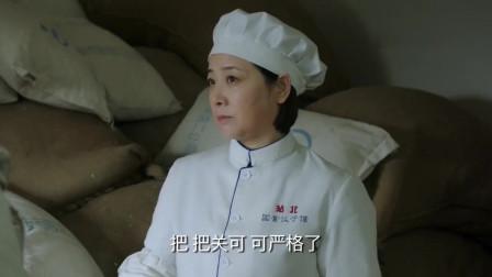 吃完饺子肚子疼,找经理不认账, 不料大厨出面,结果发现有猫腻