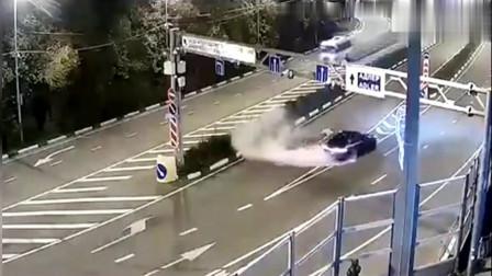 红绿灯口,大货车刹车失灵,监控拍下这一幕