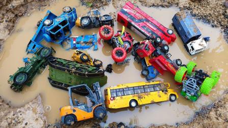 挖掘在沙子玩具的建筑车辆 挖掘机装载机吊车 沙子汽车玩具