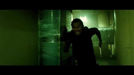 速度与激情7:托尼贾火速追击保罗沃克,身手灵活将保罗沃克打翻在地