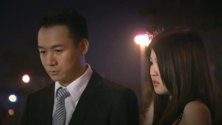 领导酒吧装醉设计刘元,送给他一份大礼,刘元看到警察就明白真相