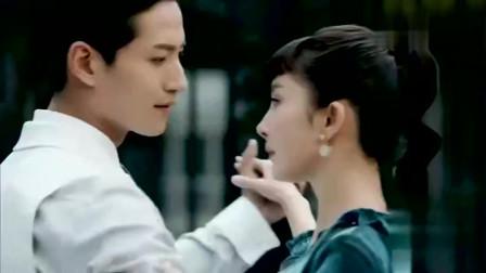 杨幂在戏中高冷舞蹈,全程严肃脸,不知道男生感到尴尬吗