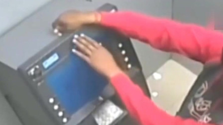 男子取了一次钱,ATM机器亏空了,查看监控警察都张大了嘴巴