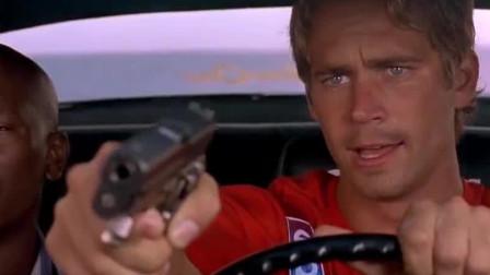 速度与激情:你见过从天而降的车法吗?车神保罗飞天一跃,帅呆了