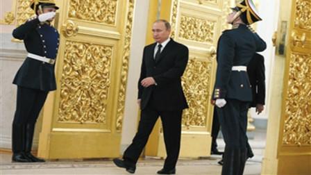 """普京走路为什么不摆右臂?外媒:是""""枪手步态"""""""