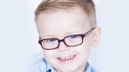 真假近视不分,盲目戴眼镜,会对孩子视力造成永久性伤害。别让无知害了娃