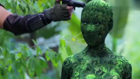 怒江之战:小伙打晕神秘野人,把野人脸抹干净,不料竟长得这般倾国倾城!
