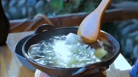 李子柒:花生、瓜子、糖葫芦、雪花酥、小伙伴儿最爱的小零食哦!