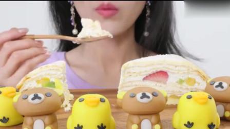 大胃王吃播:奶油水果可丽千层蛋糕是什么神仙美食呀?咀嚼音听起来也太棒了吧