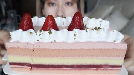 草莓蛋糕土豆排骨炖豆角吃播【小陆的陆吃】