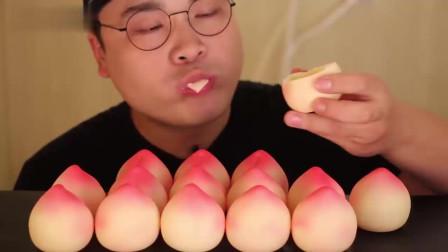 桃子巧克力的吃播,嘎嘣脆的口感,这个桃子颜值挺高的