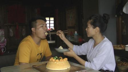 三哥生日,燕子自制蛋糕来庆生,看到最后感动了,其实幸福很简单