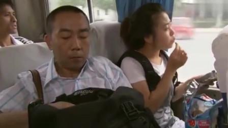 杨光的快乐生活:杨光去火车站做动车,结果发现条子买的车票是汽车票,丢人丢大了