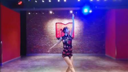 古典舞《迷迭香》,古代有这一种短旗袍吗?有种夜上海的感觉