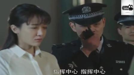 """家长拿出一个证件后, 警察立马向他""""敬礼""""! 只因他的身份太特殊"""