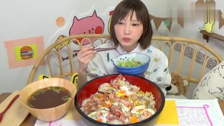 吃播大胃王:木下吃培根煎蛋盖饭,看的胃口大开,超级想吃呢