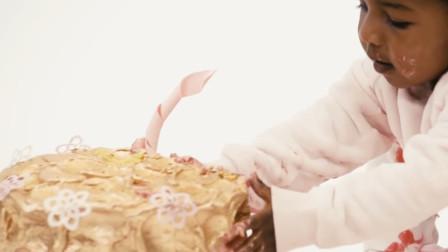 别人家的孩子,生日蛋糕都是24k金的,网友:输在了起跑线上
