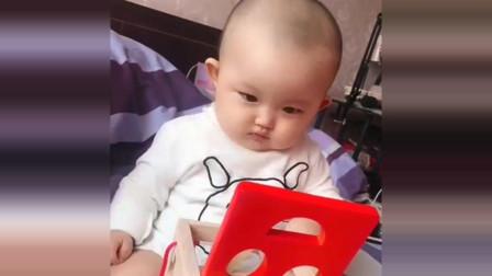 萌娃:新玩具到手,9个月大的宝贝就变成了这样,好想上去偷偷亲几口!