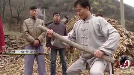 """闭关修炼多年,世外高人展示""""太极尺"""",缠丝内功捏碎手中木棒"""