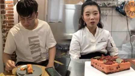 重庆人有多爱火锅!火锅蛋糕了解一下,真辣椒做装饰