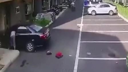 监控实拍:某女司机买东西回家,丝毫没发现死神已经悄悄到来!