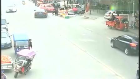 女司机第一次开车上路,要不是监控,真不会知道这些事