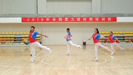 朱典双等教练在宿州学院培训班演示国七《风花雪月》