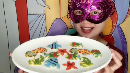 """妹子吃DIY创意巧克力""""海底世界小动物"""",色彩缤纷香甜美味"""