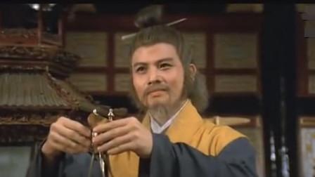 三国第一术士,几次戏耍曹操都从容离开,传说他活到了136岁!