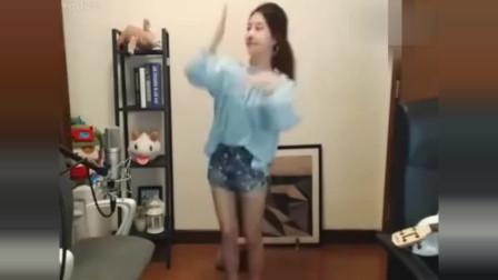 冯提莫《Seve》舞步,超好看,萌萌哒!是不是学过舞蹈?